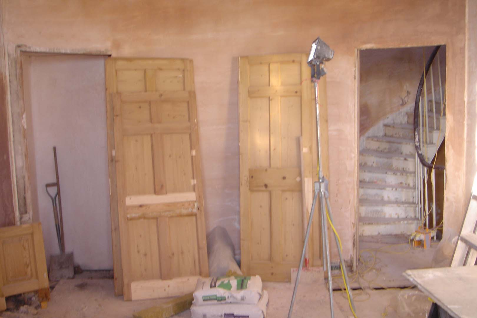 Georgian House image of doors in the room before restoration