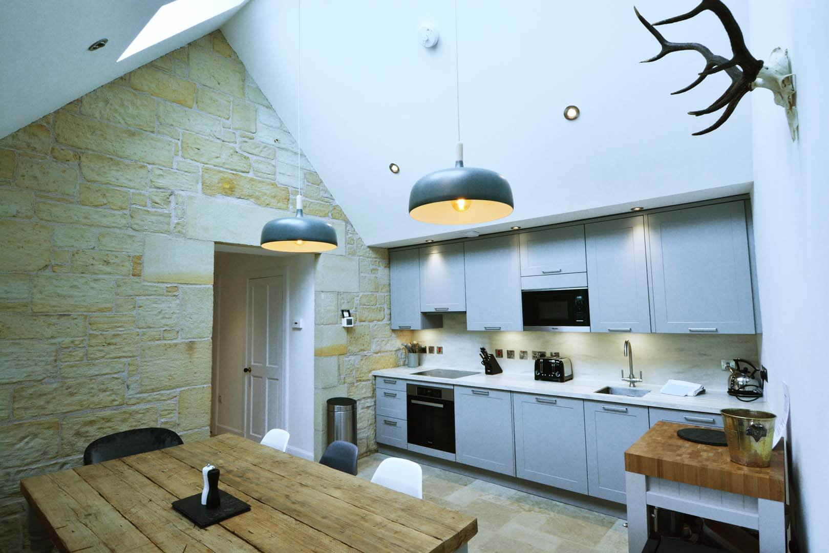 Refurb and Extension Traditional Cottage Dinning Room looking into Kitchen